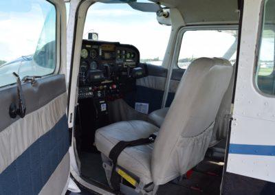 01R pilot side interior