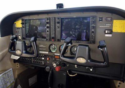 cessna-172s-cockpit