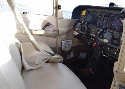 cessna-172s-front-interior-2