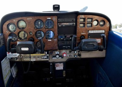 n8922v-cockpit